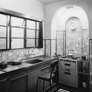 1935-art-deco-kitchen-douglas-millertopical-press-agency